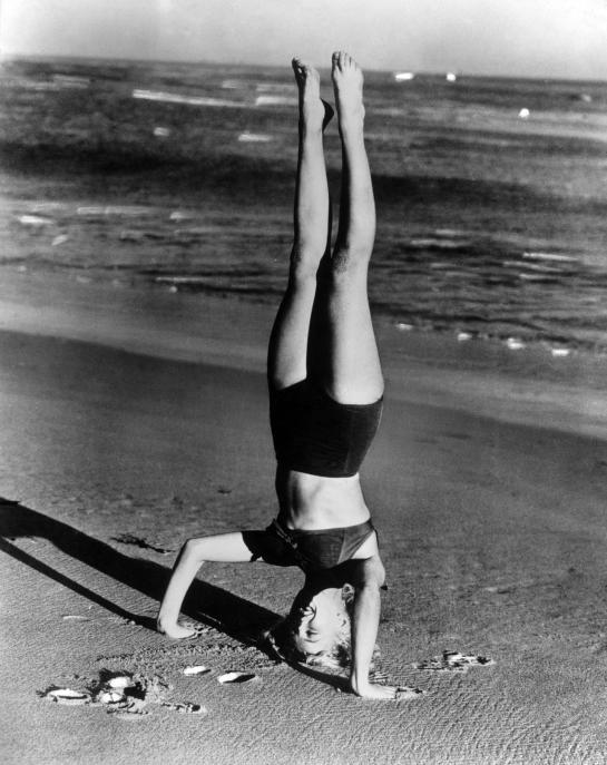 Marilyn-Monroe-Headstand-Shirsasana-VII